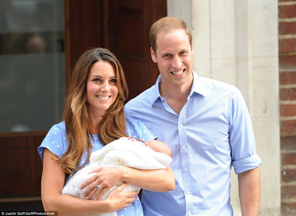 Kate, William e o bebê George.