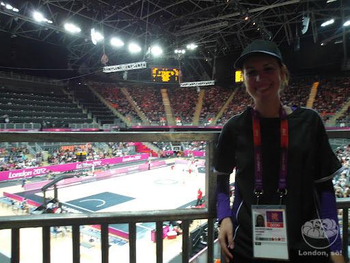 Eu na Arena de Basquete.