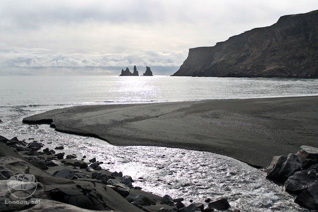 Linda praia de areia preta em Vík. É de tirar o fôlego!