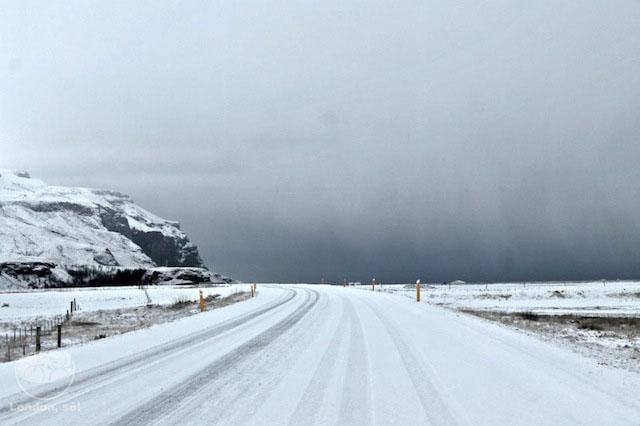 Estrada branquinha: linda, mas muito escorregadia!