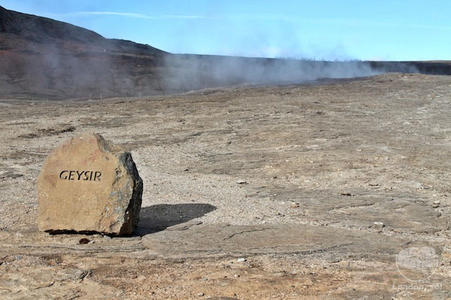 O Grande Geysir só soltando fumaça – este é o Geyser oficial.