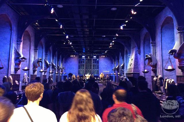 E esta é a entrada do incrível salão de jantar dos filmes do Harry Potter (The Great Hall).