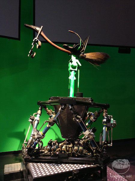 Um exemplo das vassouras utilizadas nos filmes.