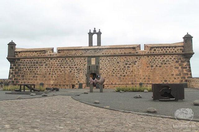 O lado de fora do MIAC centros turisticos de Lanzarote