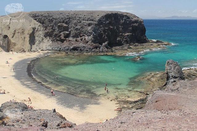 Playa Papagayo vista bem do alto.