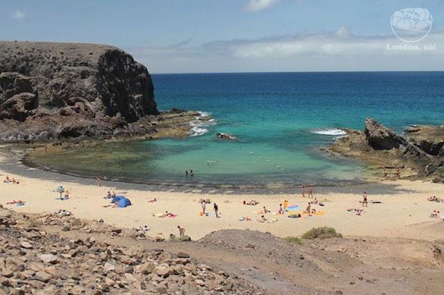 Playa Papagayo vista mais de baixo.