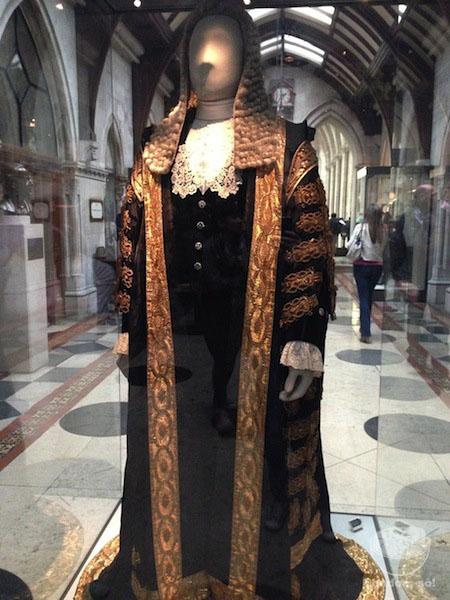 Este traje é usado pelo juiz principal e custa cerca de £30.000!