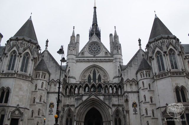Fachada do Royal Courts of Justice.