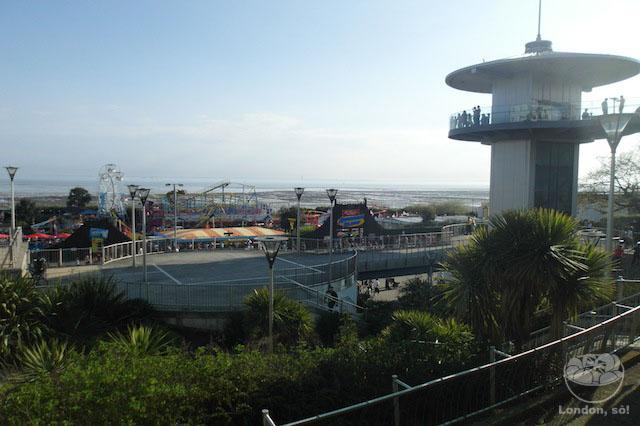 A primeira vista que se tem da praia de Southend e do parque.