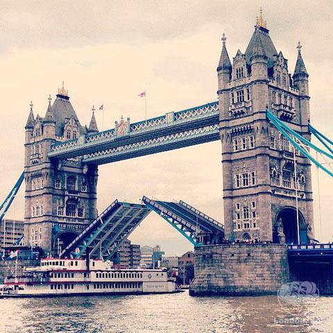 E essa bonitona é a Tower Bridge.