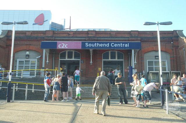Estação de trem para chegar à praia em Southend.