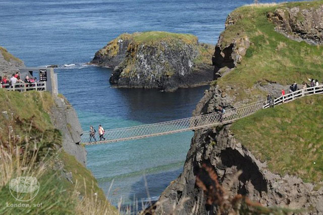 Carrick-a-Rede-Rope-Bridge-2
