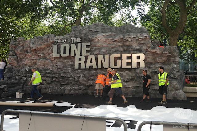 """Palco montado para a estréia de """"Lone Ranger"""". Eu crente que ía ver o Johnny Depp de perto, mas... :("""