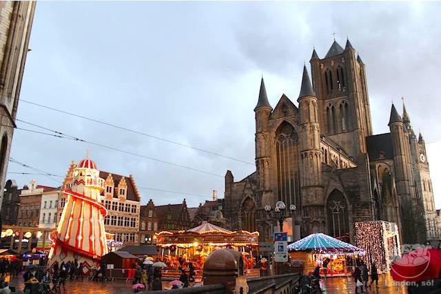 Mercado de Natal de Gent, Bélgica. Natal na Europa.