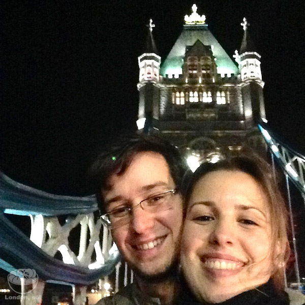 Os dois tontos na Tower Bridge. :p