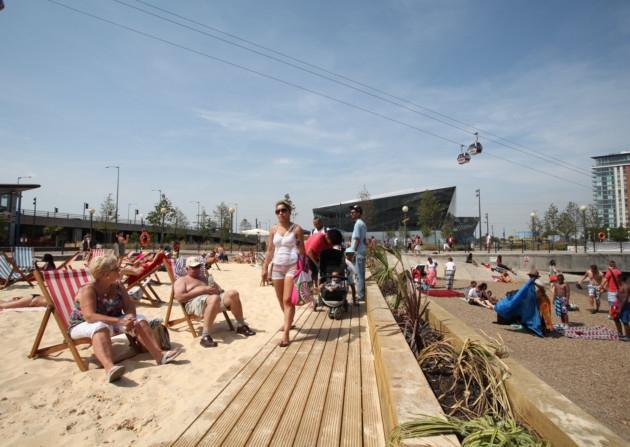 A Maior Praia Feita Pelo Homem em Londres: Royal Victoria Beach!