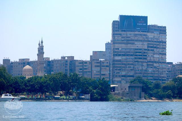 Viagem para o Egito: Vista do Cairo em um passeio de barco pelo Rio Nilo.