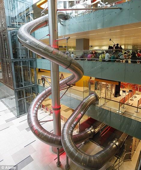 Aeroportos divertidos: Aeroporto Changi em Singapura.