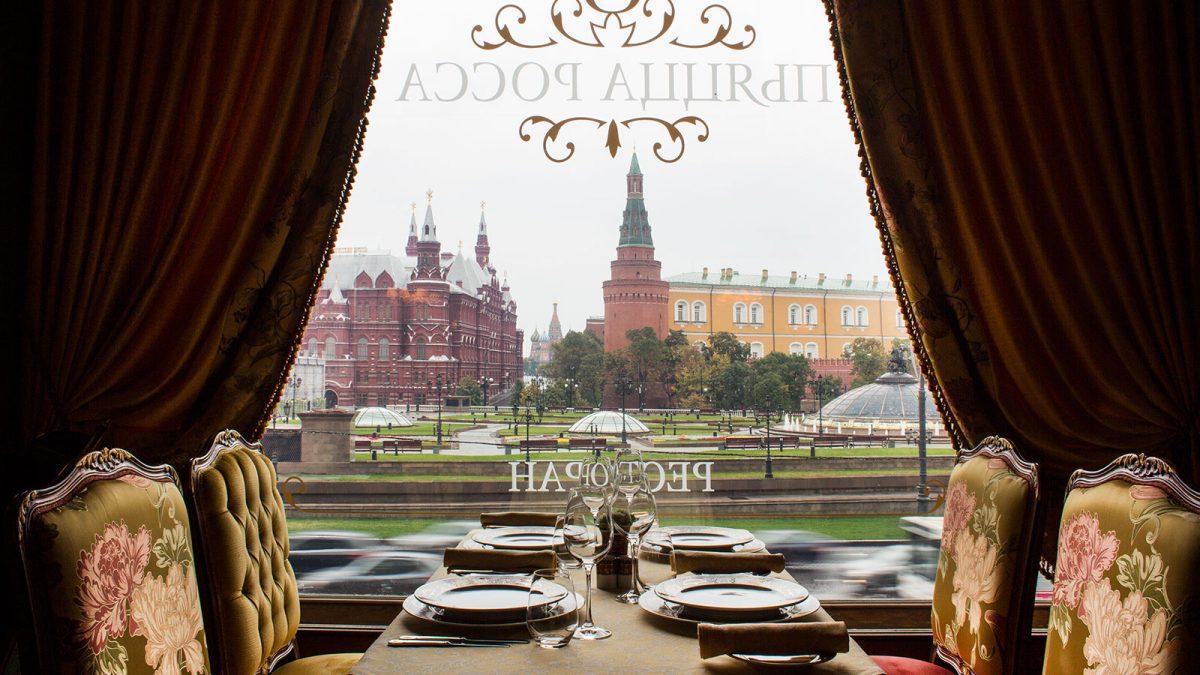 Vista do restaurante e salão de café da manhã do National Hotel, Moscow.