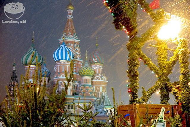 Praça Vermelha em Moscou durante o Natal.