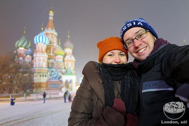 Nós 3 felizes na neve (nossa boneca já estava ali com a gente, escondidinha) :)