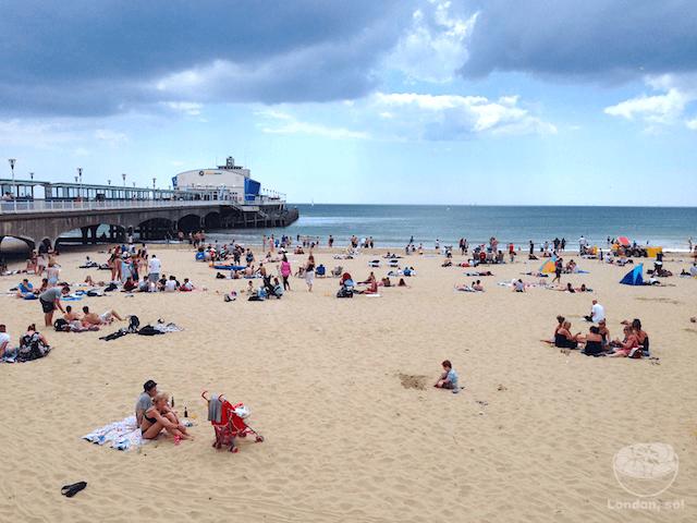 Praia em Bournemouth