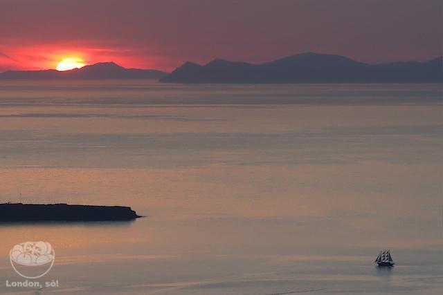 O que fazer em Santorini: pôr-do-sol em Imerovigli.