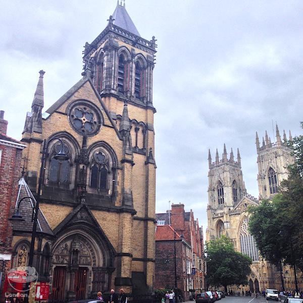 York, na Inglaterra.