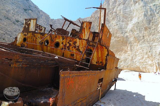 Como chegar na Navagio beach em Zakynthos: O navio naufragado na Navagio Beach.