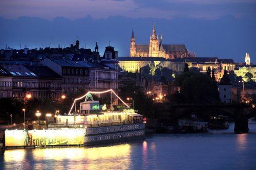 Hotéis em Praga: Hospede-se em um barco!