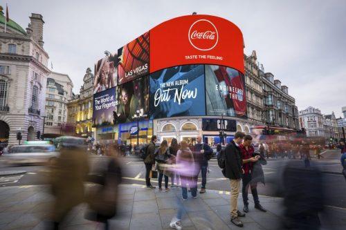 Mega telão de Londres vai saber informações de pedestres e até como estão se sentindo