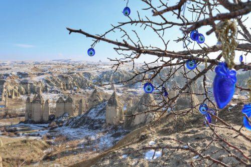 Capadócia no Inverno: neve, balões e paisagens surreais