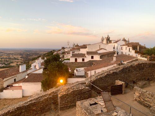 Monsaraz em Portugal: vila medieval dos sonhos no Alentejo